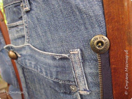 Достались в наследство старые стулья..5 штук.....Качеством безупречным, но с обивкой повидавшей виды. Стульям больше 30 лет....Легче лёгкого отдать стулья в перетяжку....но мы не ищем легких путей !!!!Тем более, меняя им одежку я получила массу удовольствия от поиска нужного кусочка джинсы, и от каждого укола иголки ))))) Всё сшито на руках, т.к. сделать ровную строчку на машинке для меня не представляется возможным...... Сразу предупреждаю....Снимков много.....Хотите пролистайте быстренько...хотите - рассмотрите подробности.... фото 64