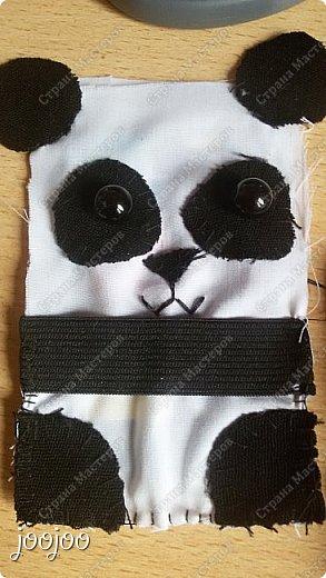 Доброго времени суток СМ. Сегодня я покажу вам как сделать вот такую милую панду-держатель наушников.  Я долго думала над проблемой запутанных наушников, и вот я наткнулась на зверят - держателей наушников и решила попробовать сделать их, но там небыло такой панды какую я бы хотела. Я решила немного упростить схему и сделать её такой, какой я её представляла. фото 4