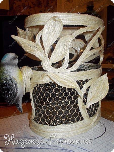 Доброго времени, жители Страны!!! Представляю вашему вниманию мастер класс по изготовлению шкатулки из джута. Идей для создания такой шкатулки послужила маленькая фарфоровая птичка, она и стала центральной фигурой моей шкатулки. Поэтапно расскажу о создании этой интерьерной вещицы.  фото 24