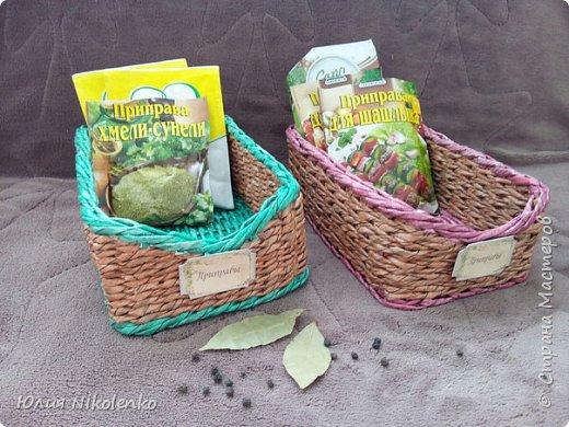 Плетеная корзинка для специй и пряных трав очень удобная и нужная вещица на кухне. Прочная, легкая, удобная и довольно вместительная корзинка для кухни поможет держать в порядке пакетики со специями и пряными травами. фото 2