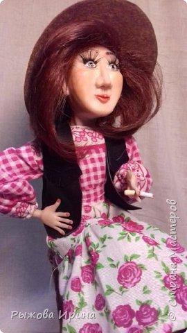 Моя первая кукла в технике лепки из запекаемой глины. На данной модели я использовала Фимо. Тело бескаркасное, текстильное, набивное.Моя Джина, подруга ковбоя. В данной технике я работаю совсем мало, около года. Понимаю, что нужно многому учиться, но все таки очень хочу показать, что получилось.  фото 4