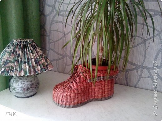 Хочу показать Вам все свои ботиночки. Первый башмак, который сплёлся. Трубочки красила грунтовка+вода+колер+лак фото 5