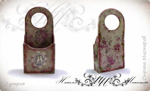 Материалы: деревянная заготовка, бумага с цветочным принтом (в этом случае плотная, для скрапбукинга), медальон, кружево, а так же акриловые краски, лак и  два вида клея - для бумаги (ПВА или клей для декупажа) и полимерный универсальный клей. фото 2