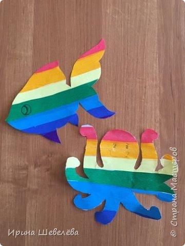 Радужные  фантазии - творческое конструирование из бумаги. Радуга – одно из красивейших явлений природы. Человек с незапамятных времён задумывался над её природой и связывал появление на небе разноцветной дуги с множеством поверий и легенд.  фото 4