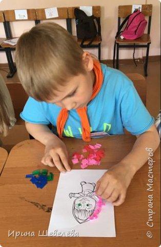 Торцевание – это один из видов бумажного конструирования, искусство бумагокручения, когда с помощью палочки и маленького квадратика бумаги создаются, путем накручивания квадратика на палочку, трубочки-торцовочки. С помощью торцевания можно выполнить любую сюжетную картинку. Для этого заранее наносят рисунок на картон или используют шаблон. http://stranamasterov.ru/node/2482  Торцуют все (видео) Татьяна Проснякова  фото 6
