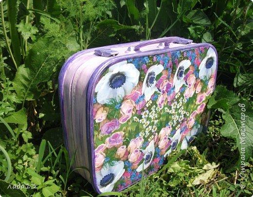 """Девочки наберитесь терпения,очень нравится мне чемоданчик,поэтому фоток  много.К сожалению до переделки не сфотографировала-был просто коричневый"""" мальчуковый"""". фото 8"""