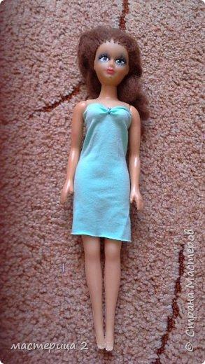Летнее  платье   представляет   Даша.  Платье  удобно   для  походов  на  пляж.