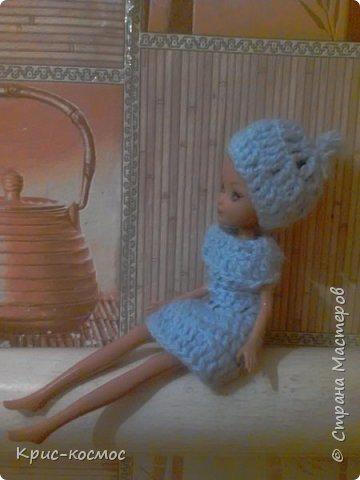 Здравствуй, СМ! Сегодня я расскажу вам про гардероб Анабет. Предупреждаю, что все вещи здесь сама делала.  На первом фото на ней вязаная шапка, кофточка и штанишки. Это фото делалось а природе. фото 3