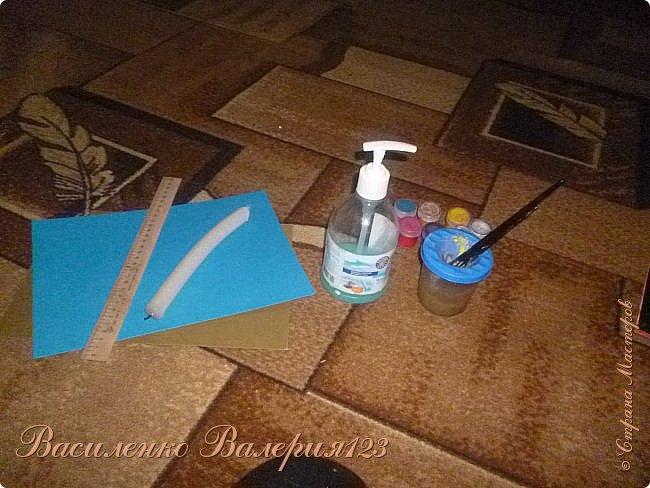 Нам понадобится: -Картон цветной -Линейка -Мыло жидкое -Баночка с водой -Кисточки -Гуашь -Парафин(свечка) -Ножницы -Подарки -Карандаш -Хорошее настроение фото 1