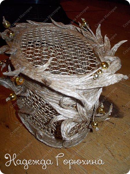 """Шкатулка """"Лето золотое"""". Выполнена из джута (натуральный цвет), золотой сетки (текстильная), золотых бусин. Высота шкатулки 7 см. фото 2"""