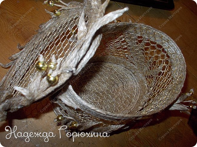 """Шкатулка """"Лето золотое"""". Выполнена из джута (натуральный цвет), золотой сетки (текстильная), золотых бусин. Высота шкатулки 7 см. фото 3"""