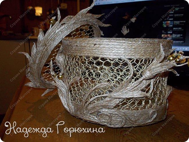 """Шкатулка """"Лето золотое"""". Выполнена из джута (натуральный цвет), золотой сетки (текстильная), золотых бусин. Высота шкатулки 7 см. фото 4"""