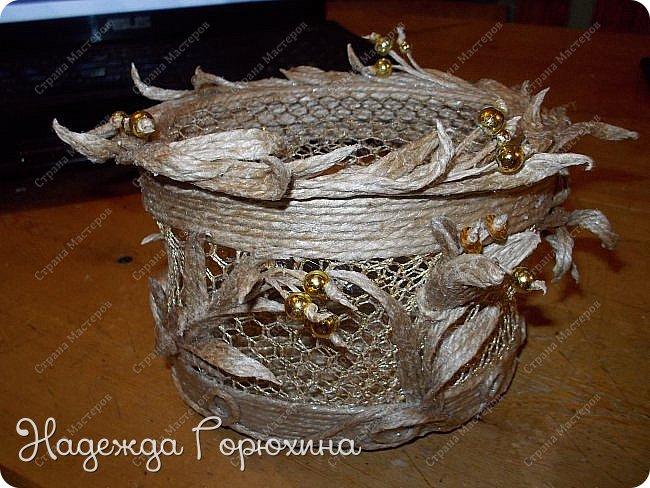 """Шкатулка """"Лето золотое"""". Выполнена из джута (натуральный цвет), золотой сетки (текстильная), золотых бусин. Высота шкатулки 7 см. фото 1"""