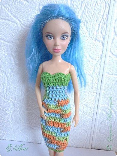 """Доброго времени суток, друзья! Познакомьтесь с моей новой моделью - Брианной. Эта необычная куколка - LIV Софи (насколько я помню) из серии """"Игра с цветом"""". Для нее связалось летнее платьице. Вязала крючком из ириса. приятного просмотра.  фото 1"""