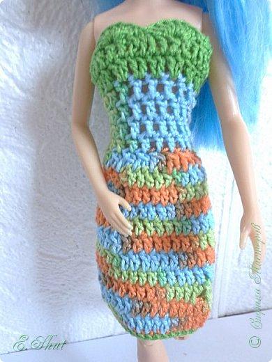 """Доброго времени суток, друзья! Познакомьтесь с моей новой моделью - Брианной. Эта необычная куколка - LIV Софи (насколько я помню) из серии """"Игра с цветом"""". Для нее связалось летнее платьице. Вязала крючком из ириса. приятного просмотра.  фото 3"""