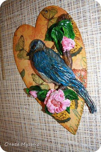Птичку слепила по фото из инета. Сердечко -деревянная заготовка. Обклеила салфеткой , покрыла лаком.  фото 3