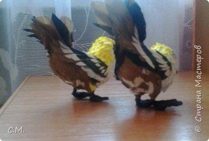 Пернатая парочка. Изделия выполнены из бумаги (основной материал). Птицы являются символом благополучия дома, придают особую атмосферу  уюта и тепла в жилище, вызывают неотемлемую волну позитива в наших сердцах. фото 2