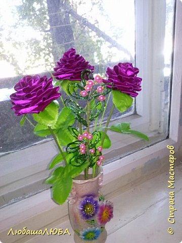Букетик роз из отласных лент.