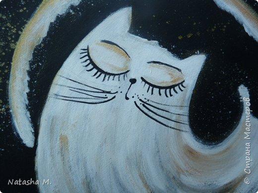 """Мой третий по счету холст, второй здесь: https://stranamasterov.ru/node/1034517.   Вдохновила меня работа, одного известного каллиграфа  России, на создание вот такого  кота.   Захотелось чего-то простого, без буйства цвета.  Люблю черно-белый стиль,  и часто рисую в таком направлении. Рисовала, да именно рисовала, хотя художники пишут, не люблю это слово """"писать"""" картины, да и, не художник я. Так вот рисовала поздним вечером, ночью -даже время удачное.   Когда на город опустится вечер, Зажжется свет в твоём окне. Мир станет снова безупречен, Печаль оставь в ушедшем дне.  Забудь печали и тревоги, Ведь завтра будет новый день. Перед тобою все дороги Открыты будут, только верь.  Ну, а сейчас спокойной ночи! Подул прохладный ветерок. Я сон твой чуткий не испорчу, Расцвел в саду ночной цветок. Автор не известен.      фото 4"""