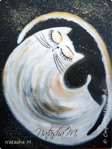 """Мой третий по счету холст, второй здесь: http://stranamasterov.ru/node/1034517.   Вдохновила меня работа, одного известного каллиграфа  России, на создание вот такого  кота.   Захотелось чего-то простого, без буйства цвета.  Люблю черно-белый стиль,  и часто рисую в таком направлении. Рисовала, да именно рисовала, хотя художники пишут, не люблю это слово """"писать"""" картины, да и, не художник я. Так вот рисовала поздним вечером, ночью -даже время удачное.   Когда на город опустится вечер, Зажжется свет в твоём окне. Мир станет снова безупречен, Печаль оставь в ушедшем дне.  Забудь печали и тревоги, Ведь завтра будет новый день. Перед тобою все дороги Открыты будут, только верь.  Ну, а сейчас спокойной ночи! Подул прохладный ветерок. Я сон твой чуткий не испорчу, Расцвел в саду ночной цветок. Автор не известен.      фото 1"""