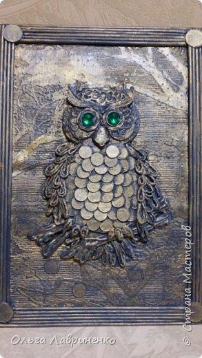Сова из картона, монет и салфеточных жгутиков Размер панно 27 х 37 см фото 2