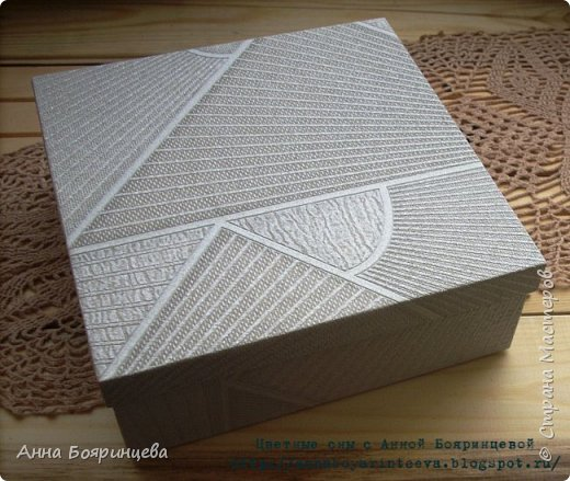 Всем привет!!!!! Хочу показать коробку для альбома. Коробка выполнена полностью с нуля, из переплетного картона. Размер коробки 20,5 * 20,5 см. фото 1