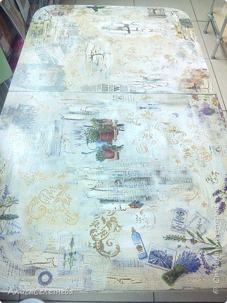 Привет всем! Продолжаю выкладывать свои работы. Немного обложек и стол, который декорировала на работе. Декорировала не весь стол сама, мной выполнен декор половины, там где лаванда, и середина детская. В работе использован одношаговый кракелюрный лак, краска акриловая белая, коричневая  и топленое молоко, салфетки, орнамент нанесен через трафарет. Приятного просмотра. фото 5