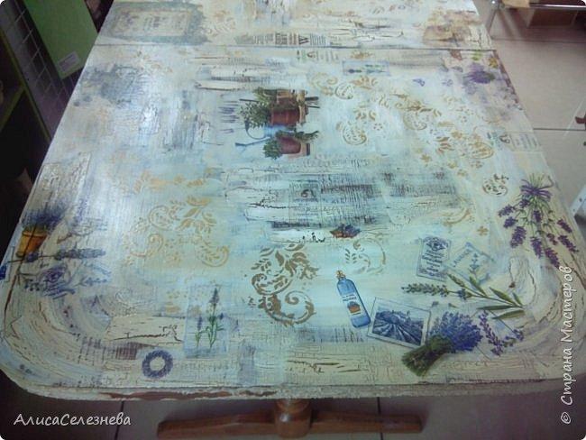 Привет всем! Продолжаю выкладывать свои работы. Немного обложек и стол, который декорировала на работе. Декорировала не весь стол сама, мной выполнен декор половины, там где лаванда, и середина детская. В работе использован одношаговый кракелюрный лак, краска акриловая белая, коричневая  и топленое молоко, салфетки, орнамент нанесен через трафарет. Приятного просмотра. фото 6