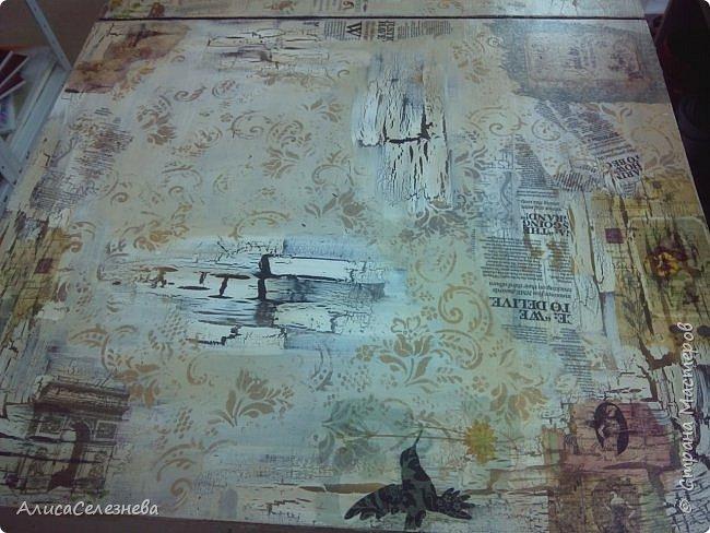 Привет всем! Продолжаю выкладывать свои работы. Немного обложек и стол, который декорировала на работе. Декорировала не весь стол сама, мной выполнен декор половины, там где лаванда, и середина детская. В работе использован одношаговый кракелюрный лак, краска акриловая белая, коричневая  и топленое молоко, салфетки, орнамент нанесен через трафарет. Приятного просмотра. фото 7