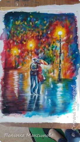 Я редко говорю о своих отношениях с молодым человеком. Но хочу рассказать небольшую предысторию к этой картине, чтобы было более понятно, почему именно она: Он просто позвал меня гулять вечером на улицу, чтобы вживую познакомиться, пообщаться. Вечером пошёл дождь, но нашу встречу мы не отменили. На картине лишь не хватает моей собаки (Белки), так как она была с нами.  Молодой человек тем же летом (2015) пошёл отдавать долг Родине, а я учебный год посвящала своему выпускному классу. В декабре было полгода нашим отношениям, и я решила, что надо подготовить какой-то подарок для него и меня на годовщину 1 год. С декабря я редко, но рисовала. Ждала момента отличного настроения + свободное время, чтобы никакие плохие мысли меня не посещали за работой.  Вот мой итог. Доделала я как раз к 1 году. Молодой человек пока не видел картину, но знает, что я что-то приготовила. Через 3 недели напишу его реакцию :) фото 11