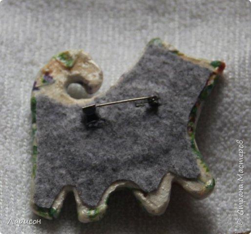 Сделала для Леры брошку из папье-маше. Очень она любит кошек... фото 2