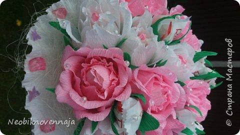 Vsem privet. Postupil ko mne zakaz ot prijateljnici - sdelatj buket v belo-rozovom cvete dlja nacaljnici. Mol zenscina ochenj ljubit vse v takom glamure, vesj stol v ruchkax s perjami, v rozovom cvete s belimi detaljkami :) Ljublju zakaz,kogda ogavarivajut cvet , a daljse vse, cto xochu i summu, na moe usmotrenie :) фото 7