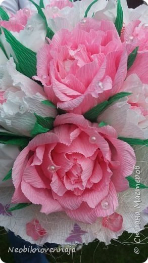 Vsem privet. Postupil ko mne zakaz ot prijateljnici - sdelatj buket v belo-rozovom cvete dlja nacaljnici. Mol zenscina ochenj ljubit vse v takom glamure, vesj stol v ruchkax s perjami, v rozovom cvete s belimi detaljkami :) Ljublju zakaz,kogda ogavarivajut cvet , a daljse vse, cto xochu i summu, na moe usmotrenie :) фото 1