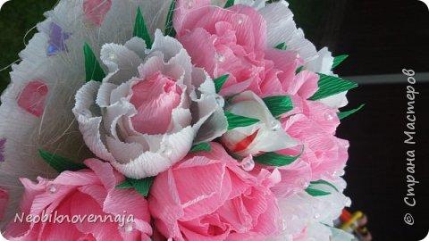Vsem privet. Postupil ko mne zakaz ot prijateljnici - sdelatj buket v belo-rozovom cvete dlja nacaljnici. Mol zenscina ochenj ljubit vse v takom glamure, vesj stol v ruchkax s perjami, v rozovom cvete s belimi detaljkami :) Ljublju zakaz,kogda ogavarivajut cvet , a daljse vse, cto xochu i summu, na moe usmotrenie :) фото 8