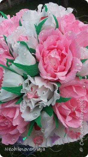 Vsem privet. Postupil ko mne zakaz ot prijateljnici - sdelatj buket v belo-rozovom cvete dlja nacaljnici. Mol zenscina ochenj ljubit vse v takom glamure, vesj stol v ruchkax s perjami, v rozovom cvete s belimi detaljkami :) Ljublju zakaz,kogda ogavarivajut cvet , a daljse vse, cto xochu i summu, na moe usmotrenie :) фото 9