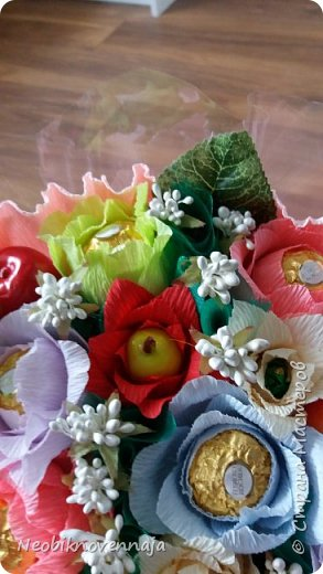 Vsem privet. Postupil ko mne zakaz ot prijateljnici - sdelatj buket v belo-rozovom cvete dlja nacaljnici. Mol zenscina ochenj ljubit vse v takom glamure, vesj stol v ruchkax s perjami, v rozovom cvete s belimi detaljkami :) Ljublju zakaz,kogda ogavarivajut cvet , a daljse vse, cto xochu i summu, na moe usmotrenie :) фото 11