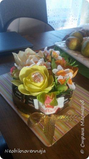 Vsem privet. Postupil ko mne zakaz ot prijateljnici - sdelatj buket v belo-rozovom cvete dlja nacaljnici. Mol zenscina ochenj ljubit vse v takom glamure, vesj stol v ruchkax s perjami, v rozovom cvete s belimi detaljkami :) Ljublju zakaz,kogda ogavarivajut cvet , a daljse vse, cto xochu i summu, na moe usmotrenie :) фото 12