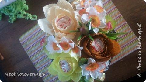 Vsem privet. Postupil ko mne zakaz ot prijateljnici - sdelatj buket v belo-rozovom cvete dlja nacaljnici. Mol zenscina ochenj ljubit vse v takom glamure, vesj stol v ruchkax s perjami, v rozovom cvete s belimi detaljkami :) Ljublju zakaz,kogda ogavarivajut cvet , a daljse vse, cto xochu i summu, na moe usmotrenie :) фото 13
