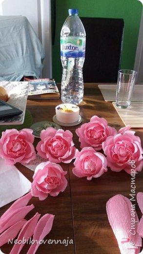 Vsem privet. Postupil ko mne zakaz ot prijateljnici - sdelatj buket v belo-rozovom cvete dlja nacaljnici. Mol zenscina ochenj ljubit vse v takom glamure, vesj stol v ruchkax s perjami, v rozovom cvete s belimi detaljkami :) Ljublju zakaz,kogda ogavarivajut cvet , a daljse vse, cto xochu i summu, na moe usmotrenie :) фото 2