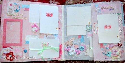 Наконец-то доделала альбом первого года жизни для моей доченьки Ксюши! альбом размером 30•30см, на 11 разворотов, вмещает в себя 250 фотографий размером 10•15 и меньших размеров,так же содержит теги и карточки для важных записей и развития доченьки!содержит тематические странички :В ожидании чуда,я родилась ,выписка из роддома,крестины,первый новый год,развитие малышки на каждый месяц (от 1до12) общую страничку роста! фото 9