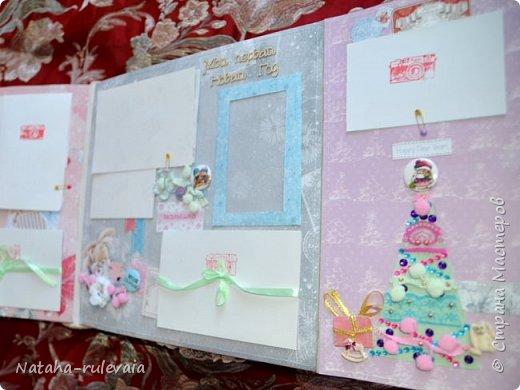 Наконец-то доделала альбом первого года жизни для моей доченьки Ксюши! альбом размером 30•30см, на 11 разворотов, вмещает в себя 250 фотографий размером 10•15 и меньших размеров,так же содержит теги и карточки для важных записей и развития доченьки!содержит тематические странички :В ожидании чуда,я родилась ,выписка из роддома,крестины,первый новый год,развитие малышки на каждый месяц (от 1до12) общую страничку роста! фото 10