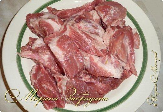 Здравствуйте! Главные принципы приготовления шашлыка из свинины очень просты. Самое главное выбрать мясо хорошего качества. Для приготовления шашлыка лучше покупать шейку, в результате у вас получится очень сочный и мягкий шашлык. фото 3