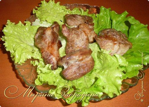Здравствуйте! Главные принципы приготовления шашлыка из свинины очень просты. Самое главное выбрать мясо хорошего качества. Для приготовления шашлыка лучше покупать шейку, в результате у вас получится очень сочный и мягкий шашлык. фото 11