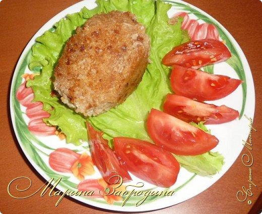 Привет! Сегодня поделюсь очередным рецептом. Будем готовить очень нежные котлеты из индейки. Для их приготовления используем филе бедра индейки. Гарниром для таких котлеток может служить отварной рис, обжаренные овощи, картошка, картофельное пюре и многое другое. Перед подачей котлетки можно украсить зеленью укропа или петрушки. Подавать их можно с соусом (прекрасно подойдет сливочный или сливочно-чесночный).  фото 1