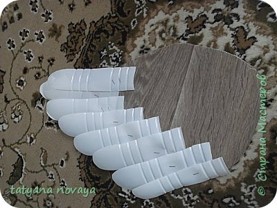 Добрый день всем жителям СМ! Хочу поделиться опытом по созданию лебедей из пластика. Я покажу как выполняла чёрного лебедя и немного белого. фото 28