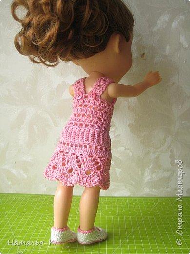 Здравствуйте дорогие жители и гости Страны Мастеров! Насмотрелась я и обзавидовалась как девчата вяжут наряды на диснеевских кукол, был повод подарить внучке на день рождения такую куклу (конечно же ещё и с умыслом) ведь заказы непременно пойдут ко мне!  Ростик у неё не большой всего 35 см. Волосы у неё ниже пояса, сейчас завязала хвост, чтобы не мешали показу нарядов. фото 3