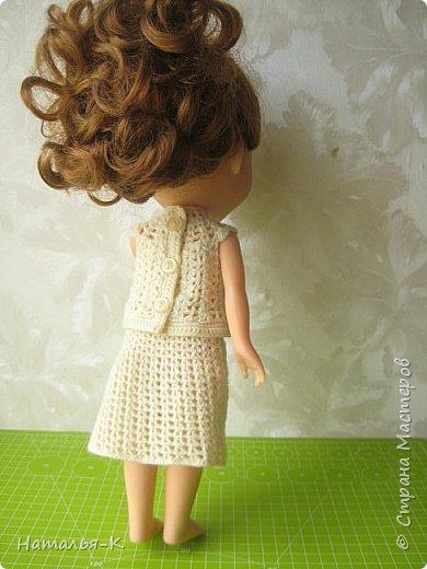 Здравствуйте дорогие жители и гости Страны Мастеров! Насмотрелась я и обзавидовалась как девчата вяжут наряды на диснеевских кукол, был повод подарить внучке на день рождения такую куклу (конечно же ещё и с умыслом) ведь заказы непременно пойдут ко мне!  Ростик у неё не большой всего 35 см. Волосы у неё ниже пояса, сейчас завязала хвост, чтобы не мешали показу нарядов. фото 12
