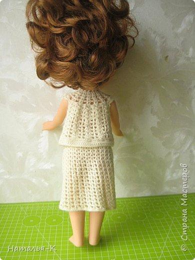 Здравствуйте дорогие жители и гости Страны Мастеров! Насмотрелась я и обзавидовалась как девчата вяжут наряды на диснеевских кукол, был повод подарить внучке на день рождения такую куклу (конечно же ещё и с умыслом) ведь заказы непременно пойдут ко мне!  Ростик у неё не большой всего 35 см. Волосы у неё ниже пояса, сейчас завязала хвост, чтобы не мешали показу нарядов. фото 9