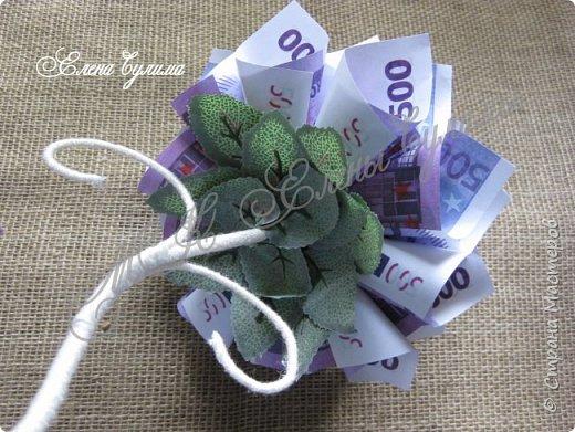 Всем привет. Сегодня у меня вот такое цветочное денежное дерево. Идея подобных  деревьев принадлежит Ирине Хохловой, так что огромное ей спасибо за вдохновение.  Люблю я эти деревца  и в первую очередь это за их завитушки. Сегодня также немного поделюсь  этапами создания такого деревца. фото 24