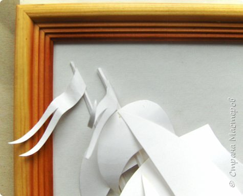 Вот такой парусник мы сегодня попробуем сделать. Размер работы - А4. Для работы нам понадобится белая плотная бумага (я взял ватманский лист) или тонкий белый картон. Ни в коем случае не делайте из тонкой бумаги - она не будет держать объем. фото 16